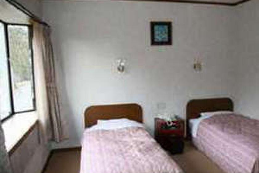 【Western room】 Roadside Twin Beds Room (Impossible to sea the ocean)