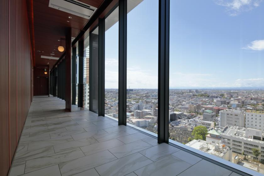 A relaxing stay in a sophisticated space while enjoying the Sky Spa on the top floor
