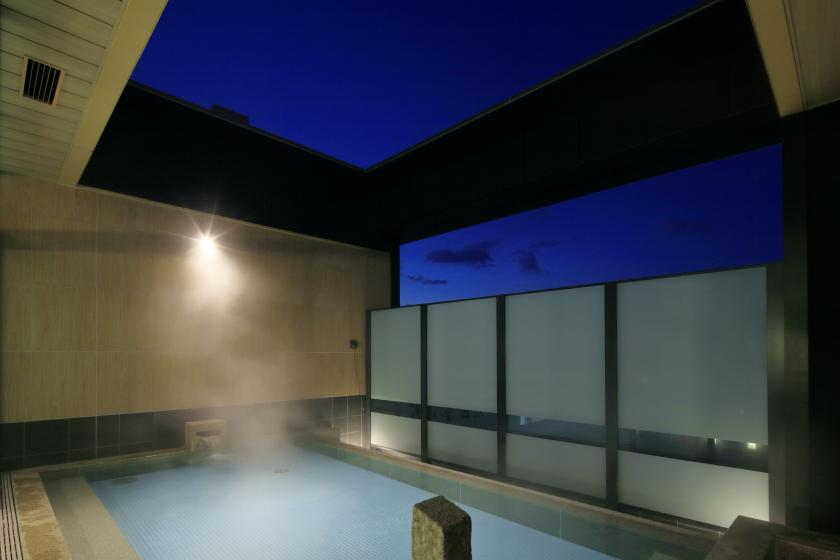 One person is welcome! Relaxing in a sophisticated space while enjoying the sky spa on the top floor