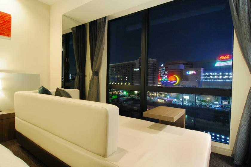 [Rediscovering the charm of Fukuoka! ] A 22-hour stay where you can relax in a spacious room while watching the night view of the riverside