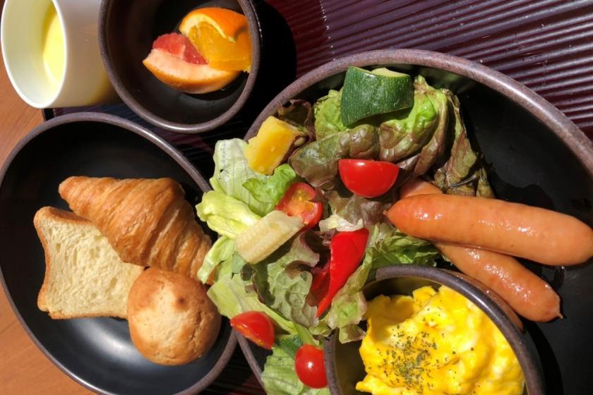 3密回避の一膳出しの朝ごはん 日替わりの一膳料理をゆったりとしたラウンジにて堪能(朝食付)