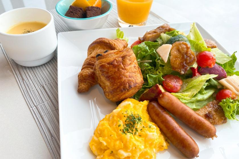 3 Better avoiding one-breakfast breakfast Enjoy daily set meals in the spacious lounge (with breakfast)