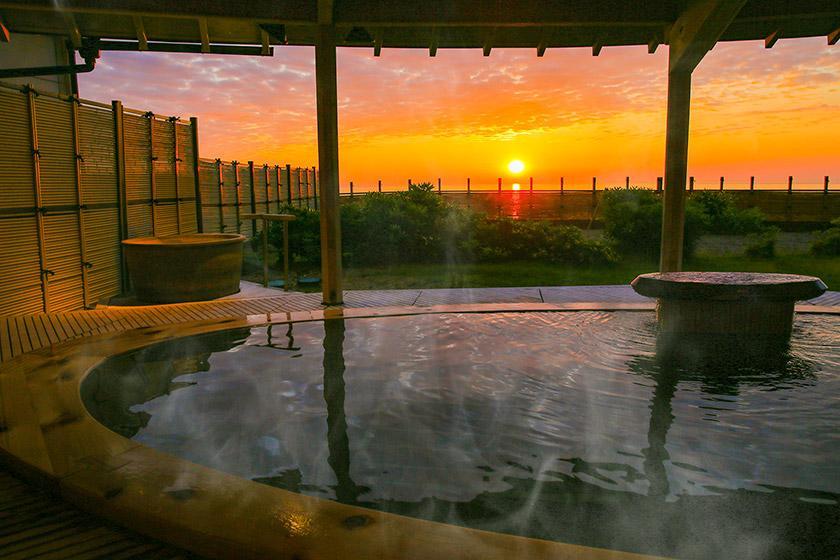 【スタンダードプラン】ここしか見られない!日本海と夕日を満喫 1泊2食付 バイキング<6/30まで かに食べ放題!>