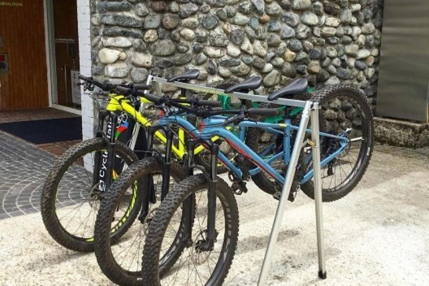 Cross bike tour accommodation plan aiming at Japan's 100 famous waterfalls / Naenadaki