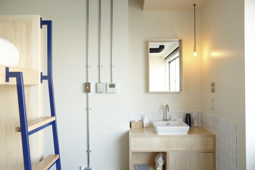 禁煙 個室|バンクベッド4 リバービュー:共用バスルーム ・トイレ