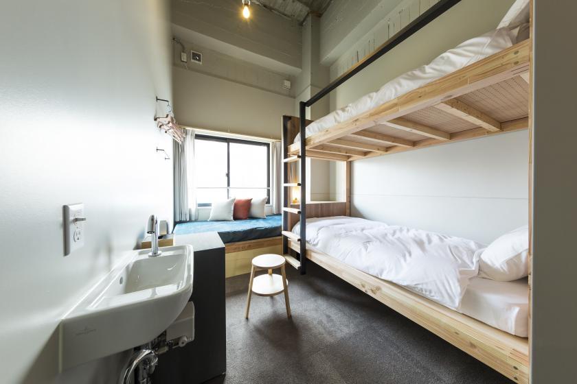 BUNK BED 3 : Shared Bathroom