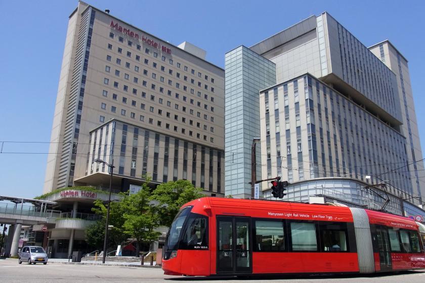 高冈曼天站前酒店