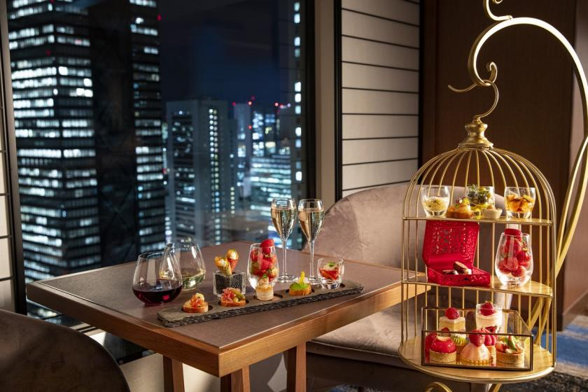 "Enjoy the night view and sweets & free flow in the executive lounge ""Skyscraper Sweets"" (breakfast & free WiFi)"