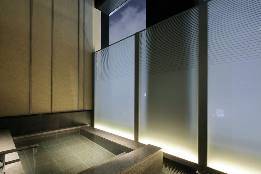 A special room with an open-air bath (with breakfast) that allows you to monopolize the starry sky and the night view