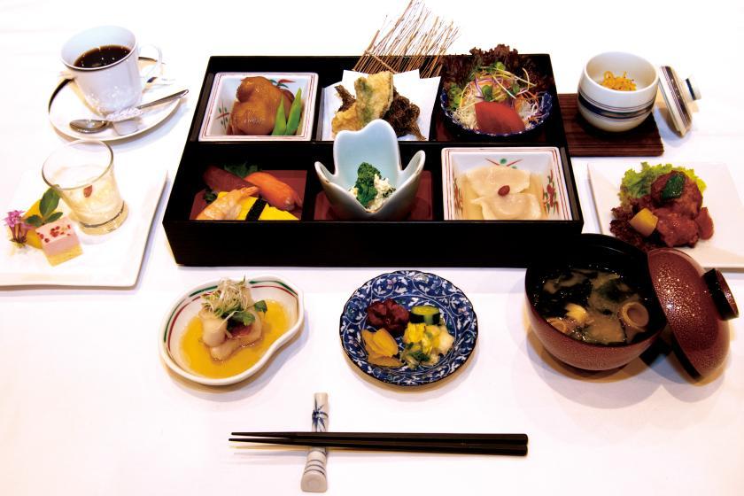 县限价!可以从日式/西式套餐中随意选择的天然温泉和晚餐(含晚餐和早餐)