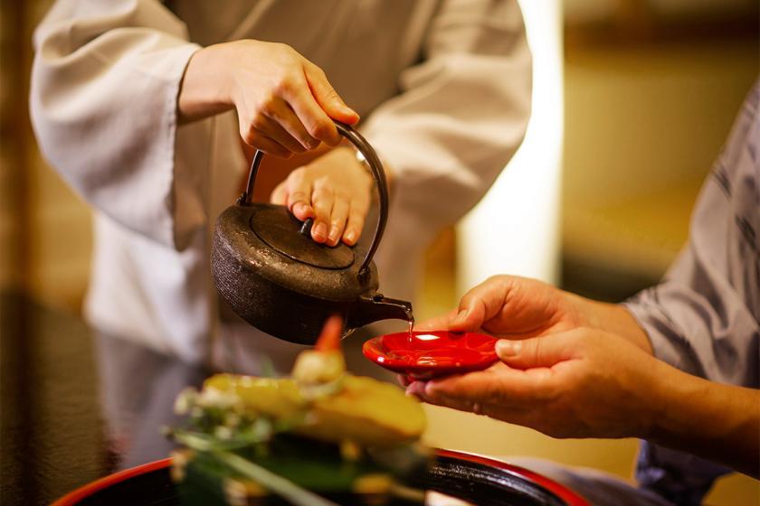 """【夏季限定-活き鮎会席-】滋賀の旬の味に彩りを添える、鮎の""""塩焼き""""で夏の味覚を堪能。"""