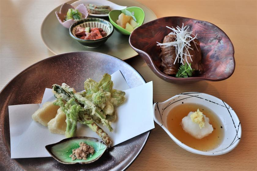 [Shunsai Ranman] Enjoy the blessings of nature with a full-bodied edible wild plant dinner + breakfast (2 meals included)