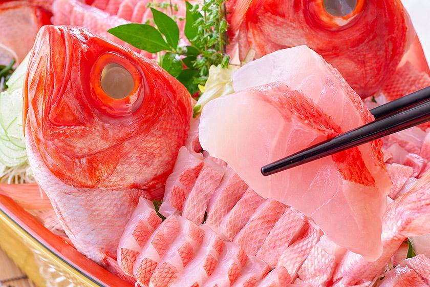 【スタンダードプラン】温泉街散策を楽しめる 1泊2食付 バイキング<6/1~7/21 地元水揚げの旬の地魚を食べつくし!>