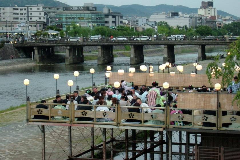 【鴨川納涼床プラン】川床を楽しむ京の夏旅 お部屋はワンランクアップグレード -1泊2食付き-
