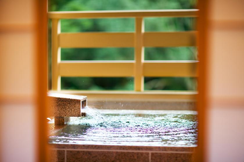 かけ流し温泉渓流露天風呂付客室で贅沢なひとときを