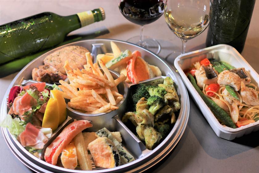 【Hyssop IN ROOM】お部屋のテラスでビアガーデン!肉料理を含む全6品&アルコール付き<朝食なし>