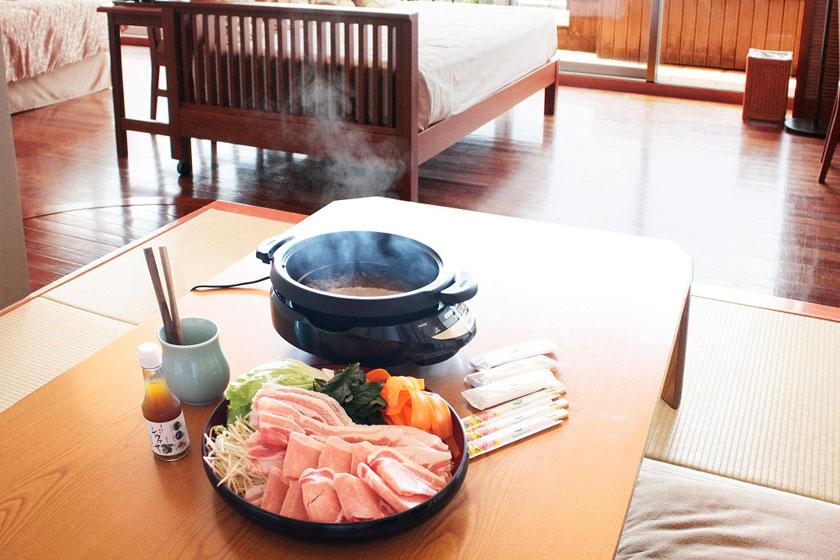【カヌチャの部屋食】周りを気にせず和洋室でゆったりと。県産あぐー豚のしゃぶしゃぶ付きプラン
