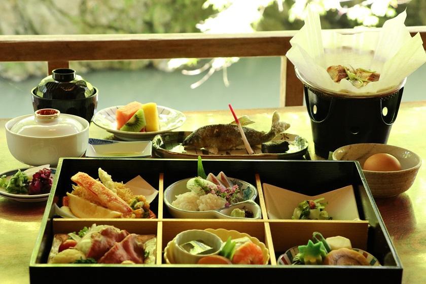 ~京の秋をご満喫~【もみぢ家】で楽しむ川床料理<月コース/2食付>※送迎付き