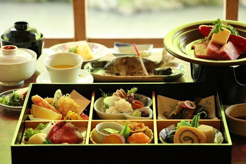 ~京の秋をご満喫~【もみぢ家】で楽しむ川床料理<雪コース/2食付>※送迎付き