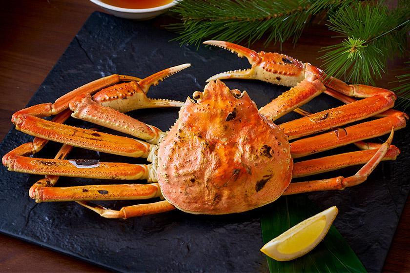 【当館おすすめ!別注料理付】ちょっぴり贅沢に♪カニ本来の風味を味わえる「焼きガニ」で夕食グレードアップ!