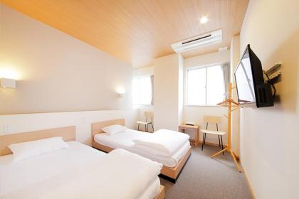 Twin room (up to 2 people) with private bathroom and toilet